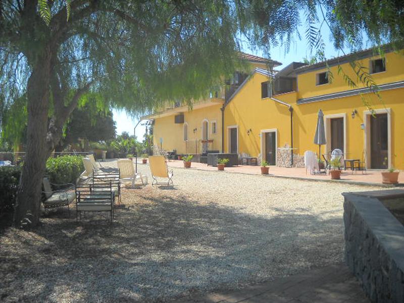 Oasi del Fiumefreddo/Esterni